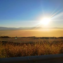 "kozan.gr: Η φωτογραφία της ημέρας, μεταξύ Ποντοκώμης – Μαυροπηγής, με θέα τα ορυχεία της ΔΕΗ και το ""πέπλο"" σκόνης που τα καλύπτει"
