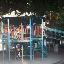 65 συνολικά οι παιδικές χαρές στην Πτολεμαΐδα και στα Δημοτικά Διαμερίσματα, που αποξηλώνουν οι Υπάλληλοι του Δήμου Εορδαίας