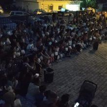 kozan.gr: Μεγάλη χαρά κι ικανοποίηση, σε μικρούς και μεγάλους, προκάλεσε η πρωτοβουλία δημιουργίας θερινού κινηματογράφου στην Τ.Κ. Πετρανών – Δωρεάν ποπ κορν και αναψυκτικά προσφέθηκαν στα παιδιά στην πρώτη προβολή, το βράδυ της Τρίτης 20 Αυγούστου (Φωτογραφίες)