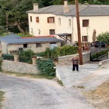 kozan.gr: Πεντάλοφος Βοΐου: Γλυκοξυπνάει τους συγχωριανούς τους, κάθε πρωί, παίζοντας φλογέρα (Bίντεο)