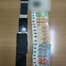 Συνελήφθη 29χρονος αλλοδαπός, σε περιοχή της Καστοριάς, ο οποίος με Ι.Χ.Ε. αυτοκίνητο μετέφερε 4 αλλοδαπούς διευκολύνοντας την παράνομη έξοδό τους από την ελληνική επικράτεια