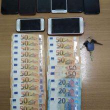 Συνελήφθη 20χρονος αλλοδαπός, σε περιοχή της Καστοριάς, για μεταφορά και διευκόλυνση παράνομης εξόδου από την ελληνική επικράτεια 8 αλλοδαπών – Κατασχέθηκαν Ι.Χ.Ε αυτοκίνητο, το χρηματικό ποσό των 960 ευρώ, 8 κινητά τηλέφωνα και 13 κάρτες sim