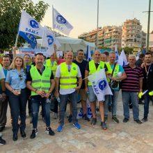 """Δυναμικό """"παρών"""" από την Ένωση Αστυνομικών Υπαλλήλων Κοζάνης στη συγκέντρωση διαμαρτυρίας που πραγματοποιείται αυτή την ώρα στην πλατεία Λευκού Πύργου στη Θεσσαλονίκη (Φωτογραφία)"""