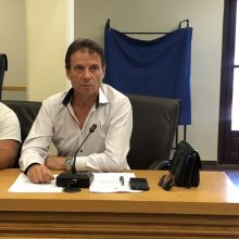 kozan.gr:  Το ¨καρφί» του Φ. Κεχαγιά, προς τον Δήμαρχο Κοζάνης Λ. Μαλούτα, για το γεγονός ότι δεν κλήθηκε ο συνδυασμός του για να συζητήσουν στο πλαίσιο των συνεργασιών – Οι ομιλίες του Δημάρχου Κοζάνης και των επί κεφαλής των παρατάξεων στην 1η συνεδρίαση του νέου Δημοτικού Συμβουλίου Κοζάνης  (Βίντεο)