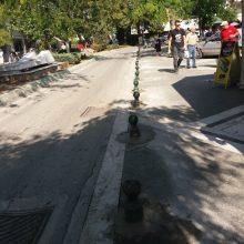 kozan.gr: Συνεργείο του δήμου Εορδαίας τοποθέτησε κολονάκια ώστε να εμποδίζουν την είσοδο, σε αυτοκίνητα, να παρκάρουν, στην κεντρική πλατεία Πτολεμαΐδας