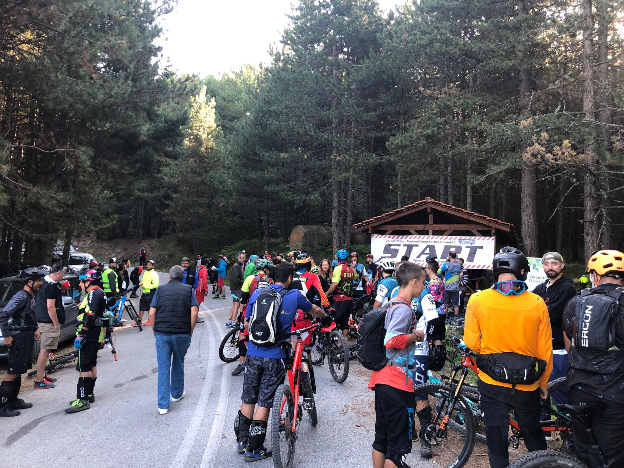 kozan.gr: Γέμισε ποδηλάτες, το πρωί της Κυριακής 15/9, το Βελβεντό, για το VelvetRides Enduro – 5ο γύρο του πρωταθλήματος ορεινής ποδηλασίας enduro MTB 2019 με ονομασία «Enduro Greek Series» (Βίντεο & Φωτογραφίες)