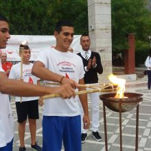 kozan.gr: Πτολεμαΐδα: Tα αδέρφια και διακεκριμένοι αθλητές, σε παγκόσμιο επίπεδο, στο άθλημα της Τεχνικής  Κολύμβησης, Πάρις και  Χρήστος Καλαϊτζόπουλος  άναψαν, το απόγευμα της Πέμπτης 19/9, το βωμό της 17ης λαμπαδηδρομίας στη κεντρική πλατεία της πόλης (Βίντεο & Φωτογραφίες)