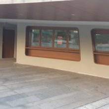 kozan.gr: Σβήστηκαν τα συνθήματα, από τους τοίχους έξω από την αίθουσα βρεφικής και νηπιακής φροντίδας και τα υπόλοιπα γραφεία του Δήμου Κοζάνης, στην κεντρική πλατεία (Φωτογραφίες)