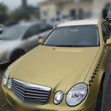 Σύλληψη 42χρονου, σε περιοχή της Καστοριάς, για μεταφορά και διευκόλυνση παράνομης εξόδου από την ελληνική επικράτεια 4 αλλοδαπών – Κατασχέθηκαν Δ.Χ.Ε. αυτοκίνητο, το χρηματικό ποσό των 970 ευρώ, 6 κινητά τηλέφωνα και 9 κάρτες sim