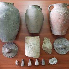 Συνελήφθη 77χρονος ημεδαπός σε περιοχή των Γρεβενών για παράνομη κατοχή αντικειμένων ιδιαίτερης αρχαιολογικής και επιστημονικής αξίας, της Ελληνιστικής και  Ρωμαϊκής εποχής (Φωτογραφίες)