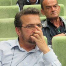 kozan.gr: Χύτρα ειδήσεων: Παραιτείται της αμοιβής του (1000 ευρώ), που θα λάμβανε ως βοηθός σκηνοθέτη, για την παράσταση «Αχ έρωτα!»