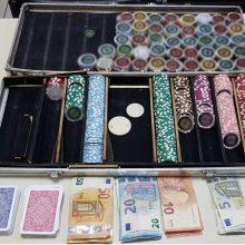 Συνελήφθησαν 11 άτομα για συμμετοχή σε παράνομο τυχερό παίγνιο, σε περιοχή της Πτολεμαΐδας – Κατασχέθηκαν 541 μάρκες, 2 τράπουλες και το χρηματικό ποσό των 885 ευρώ (Φωτογραφία)