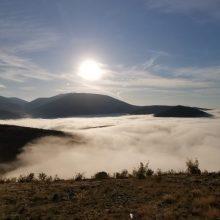 Σιάτιστα (Γέρανεια – Αγ Θεόδωροι): Τοπίο μέσα στην ομίχλη με θέα από ψηλά (Φωτογραφία και βίντεο από radiosiatista.gr)
