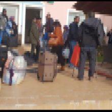 kozan.gr: Άλλα 17 άτομα, από τη δομή φιλοξενίας της Χίου, κατέφτασαν, το μεσημέρι της Δευτέρας 11/11, στο ξενοδοχείο στη Νεράιδα και προστέθηκαν στους άλλους 7 που αφίχθησαν το πρωί (Φωτογραφίες)