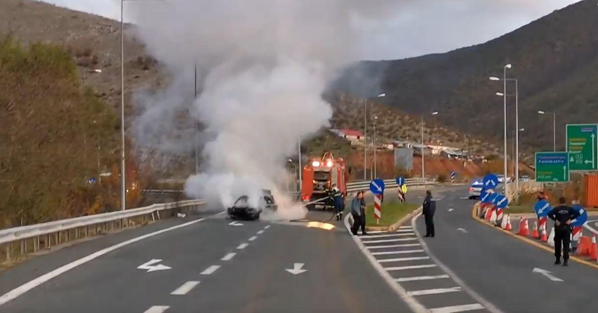 Αυτοκίνητο, στον κόμβο της Σιάτιστας στην Εγνατία Οδό, καταστράφηκε ολοσχερώς όταν πήρε φωτιά ξαφνικά – Τι λέει ο οδηγός του αυτοκινήτου (Βίντεο)