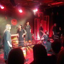 """Κριτική Παναγιώτη Νάκου για την παράσταση """"8 γυναίκες κατηγορούνται"""" από τη θεατρική ομάδα  ΟΝΕΙΡΟΔΡΑΜΑ"""