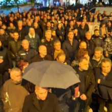"kozan.gr: Πτολεμαίδα: Παρά τη βροχόπτωση, ""Οχι στη βίαιη απολιγνιτοποίηση και το ξαφνικό θάνατο της ΔΕΗ"", φώναξαν, εκπρόσωποι φορέων και κάτοικοι της περιοχής, με αφορμή τις ενεργειακές εξελίξεις – Το συλλαλητήριο, διεξήχθη, ενάντια στα σχέδια της κυβέρνησης για το κλείσιμο ολων των λιγνιτικών μονάδων έως το 2028 (Βίντεο & Φωτογραφίες)"