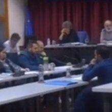 "kozan.gr: Σκληρή κόντρα του Προέδρου του Δημοτικού Συμβουλίου Σερβίων Νίκου Μπουκουβάλα με την  επικεφαλής της ελάσσονος αντιπολίτευσης Ρίτσα Σπυρίδου – Εκφράσεις όπως: ""Είστε με τα καλά σας;"", ""Ήρθατε πάλι φορτωμένη;"", ""Άντε από 'κει πέρα"", ""Εγώ όταν δεν είμαι στα καλά μου γίνομαι ίσα με εσάς"", ειπώθηκαν στην τελευταία συνεδρίαση (Βίντεο)"