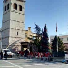 kozan.gr: Τοποθετήθηκε το Χριστουγεννιάτικο Δέντρο κι η φάτνη στην κεντρική πλατεία Κοζάνης (Φωτογραφίες)