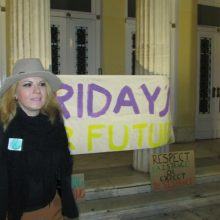 "kozan.gr: Κοζάνη: Δράση της ομάδας ""Fridays For Future"" με μηνύματα που αφορούν την κλιματική αλλαγή (Φωτογραφίες & Βίντεο)"