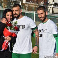 Πρόταση γάμου στο γήπεδο της Πτολεμαΐδας – Το καλύτερο γκολ στην καριέρα του πέτυχε ο Θοδωρής Σιδηρόπουλος – Η Κωνσταντίνα είπε το ΝΑΙ (Βίντεο & Φωτογραφίες)