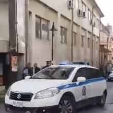 kozan.gr: Οργή κι αγανάκτηση έξω από το Δικαστικό Μέγαρο Γρεβενών κατά την προσαγωγή των δύο κατηγορουμένων, 45χρονου και της μητέρας, της 12 χρονης ανήλικης, στην υπόθεση αποπλάνησης, που συγκλόνισε το πανελλήνιο (Βίντεο)