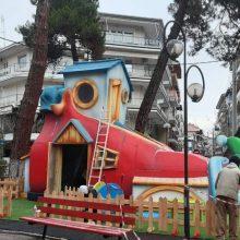 "kozan.gr: Σχεδόν έτοιμη κι η χριστουγεννιάτικη ""μπότα"" που στήθηκε στο παλαιό πάρκο Πτολεμαΐδας (Φωτογραφία)"
