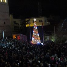kozan.gr: Με πυροτεχνήματα κι υπό τις Χριστουγεννιάτικες μελωδίες της Πανδώρας φωταγωγήθηκε το Χριστουγεννιάτικο δέντρο στην Κοζάνη (Βίντεο & Φωτογραφίες)