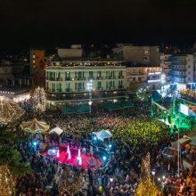 kozan.gr: Η εντυπωσιακή φωτογραφία, από τη γεμάτη κόσμο κεντρική πλατεία Κοζάνης, στη συναυλία των Γ. Λιανού και Γ. Βαρδή, το βράδυ της Πέμπτης 5 Δεκεμβρίου