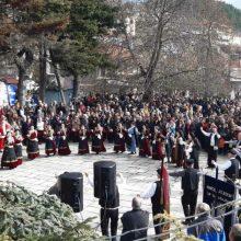 kozan.gr: Εκλεκτά λουκανικά, ζεστός παχυλός πατσάς, με τη συνοδεία κρασιού κι εκλεκτών τοπικών τυριών, προσφέρθηκαν, το μεσημέρι της Κυριακής 8/12, στο πλαίσιο της 13η Γουρνοχαράς, που πραγματοποιήθηκε στη  Βλάστη Εορδαίας (Βίντεο & Φωτογραφίες)