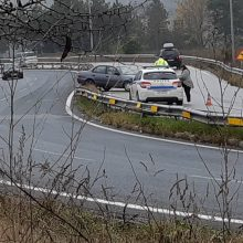 "kozan.gr: Koζάνη: Αυτοκίνητο εξετράπη της πορείας του στις στροφές των ""Κοίλων"" (Φωτογραφία & Βίντεο)"