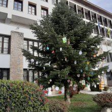 """Τα μηνύματα μικρών παιδιών στο """"Δέντρο των ευχών"""" της Περιφερειακής Ενότητας Καστοριάς"""