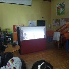 Το Καλλιτεχνικό Γυμνάσιο Κοζάνης επισκέφθηκε, το μεσημέρι της Παρασκευής 20 Δεκεμβρίου, το Κέντρο Αποκατάστασης Ατόμων με Ειδικές Ανάγκες (ΑΜΕΑ) «Κιβωτός» στον Άργιλο Κοζάνης