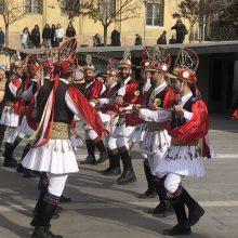 kozan.gr: Τα Κοτσαμάνια Τετραλόφου εμφανίστηκαν, παραμονή Χριστουγέννων, στην κεντρική πλατεία Κοζάνης, στο πλαίσιο παρουσίασης του εθίμου, μέσω της ΕΡΤ, σ' όλη την Ελλάδα (Βίντεο & Φωτογραφίες)