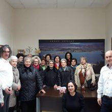 Τα κάλαντα έψαλλαν στον Δήμαρχο Σερβίων Χρήστο Ελευθερίου οι γυναίκες του ΚΑΠΗ Σερβίων και τα παιδιά της Γ΄τάξης του Λυκείου Σερβίων