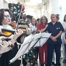 kozan.gr: Τα κάλαντα, με βιολιά του Δημοτικού Ωδείου Koζάνης, στην Παθολογική κλινική του Μαμάτσειου νοσοκομείου  (Βίντεο)