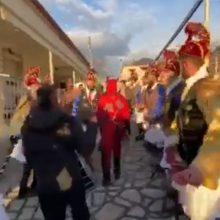 "kozan.gr: Εικόνες από την πρώτη μέρα, χθες Τετάρτη 25/12, της αναβίωσης του εθίμου με ""Μωμόγερους & Κοτσαμάνια"" σε Αγ. Δημήτριο & Τετράλοφο Κοζάνης – Σήμερα  Πέμπτη 26/12 η κορύφωση του εθίμου (Βίντεο)"