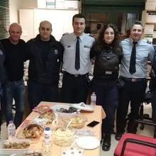 kozan.gr: Xρόνια πολλά από το Α.Τ. Κοζάνης – Οι ευχές των αστυνομικών που εκτελούσαν βάρδια ανήμερα των Χριστουγέννων
