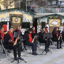kozan.gr:Ποντιακά Κάλαντα και τραγούδια από τους μαθητές της Σχολής Εκμάθησης Ποντιακής Λύρας του Νίκου Κοταρίδη, παρουσιάστηκαν το μεσημέρι του Σαββάτου 28/12 στην κεντρική πλατεία της πόλης (Βίντεο & Φωτογραφίες)