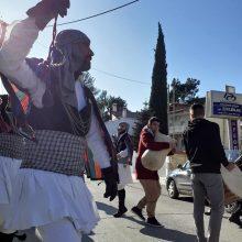 Οι Μωμόγεροι του Πολιτιστικού Λαογραφικού Συλλόγου Πρωτοχωρίου Κοζάνης αναβίωσαν, το πρωί του Σαββάτου 28/12, το έθιμο των Μωμόγερων στους κεντρικούς δρόμους και τα καταστήματα του Ωραιοκάστρου Θεσσαλονίκης (Φωτογραφίες)