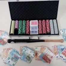 Σύλληψη 6 ατόμων για διενέργεια παράνομου τυχερού παιγνίου, σε κατάστημα στην Πτολεμαΐδα  Κατασχέθηκαν -479- μάρκες, χρηματικό ποσό των -2.610- ευρώ, -2- τράπουλες και ένα ρόπαλο (Φωτογραφία)