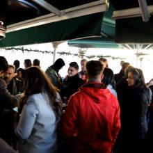 kozan.gr: Μεσημέρι Τρίτης 31/12, λίγο πριν το νέο έτος (2020), πολύς κόσμος, με κέφι και χάλκινα (Κοζανίτικο Τακίμι), στο Bo cafe στην Κοζάνη (Βίντεο)