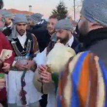 kozan.gr: Αναβίωσε, ανήμερα της Πρωτοχρονιάς (1/1/2020), το έθιμο των Μωμογέρων στις γειτονιές του Τοπικού Διαμερίσματος Πρωτοχωρίου Κοζάνης (Βίντεο)