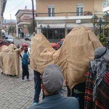Τα Λουγκατσάρια Αιανής στην πλατεία της Κοζάνης, το Σάββατο 4 Ιανουαρίου