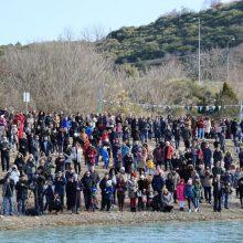 kozan.gr: Γέμισε από κόσμο ο Ναυτικός Όμιλος Κοζάνης για τον καθαγιασμό των Υδάτων, στη παγωμένη λίμνη Πολυφύτου, από τον Σεβασμιότατο Μητροπολίτη Σερβίων & Κοζάνης κ.κ. Παύλο (28 Φωτογραφίες & Βίντεο HD ποιότητα)