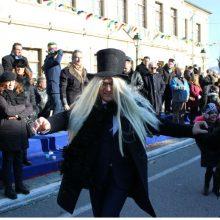 kozan.gr: Σιάτιστα: Μασκαρεμένος ο Δήμαρχος Βοΐου Χ. Ζευκλής στη σημερινή παρέλαση για τα «Μπουμπουσιάρια 2020»