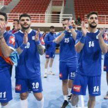 Η Ελλάδα νίκησε την Κύπρο στην Κοζάνη και θα τα παίξει όλα το Σάββατο στο Ισραήλ – Η εθνική μας ομάδα κέρδισε με 30-16
