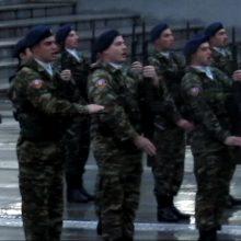 kozan.gr: Ώρα 08:00 π.μ.: Η σημερινή, υπό ψιλόβροχο, τελετή έπαρσης της Σημαίας, στην κεντρική πλατεία Κοζάνης, από στρατιωτικό άγημα και στρατιωτική  μπάντα (Βίντεο)