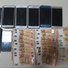 Σε εξέλιξη αστυνομική επιχείρηση για τον εντοπισμό οδηγού Ι.Χ.Ε. αυτοκινήτου που μετέφερε παράνομα 8 αλλοδαπούς, οι οποίοι και συνελήφθησαν σε περιοχή της Καστοριάς (Φωτογραφδίες)