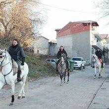 kozan.gr: Αναχώρησαν οι καβαλάρηδες του Κρόκου Κοζάνης, σήμερα (16/1), λίγο μετά τις 9 το πρωί, για το Μοναστήρι του Οσίου Νικάνορα στη Ζάβορδα (Φωτογραφίες)